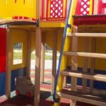 в игровом домике для детей лесенка