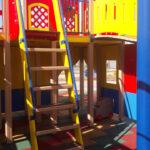 лесенка в игровом домике для детей
